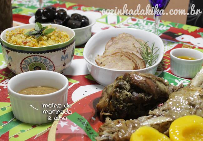 A ceia de Natal completa, com o couscous, o tender, as coxas de peru e os molhos