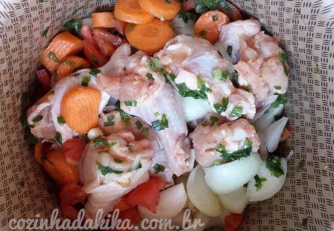 Receita de caldo de frango caseiro
